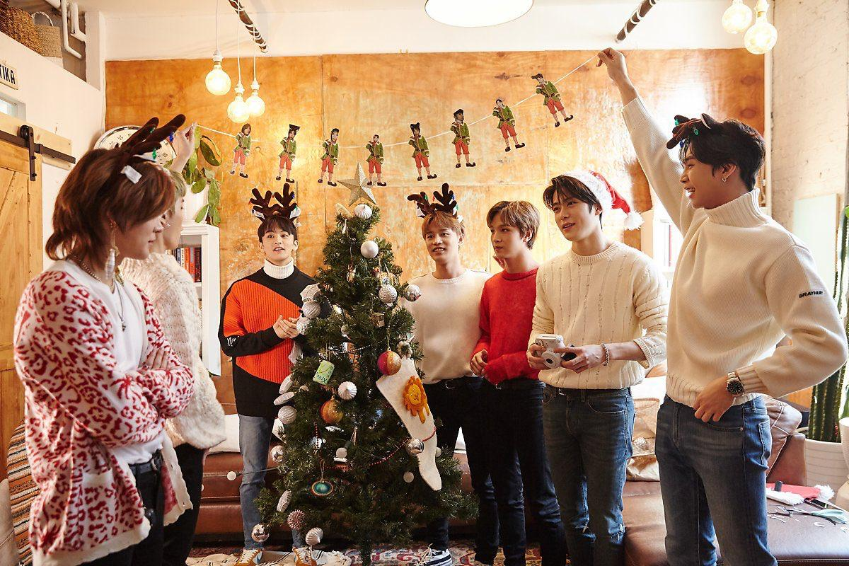 Throw a Christmas party at home (© NCT Daily)