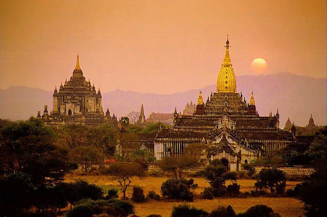 Sunset from the top of Bagan Temple in Myanmar/ Pinterest / Flicker