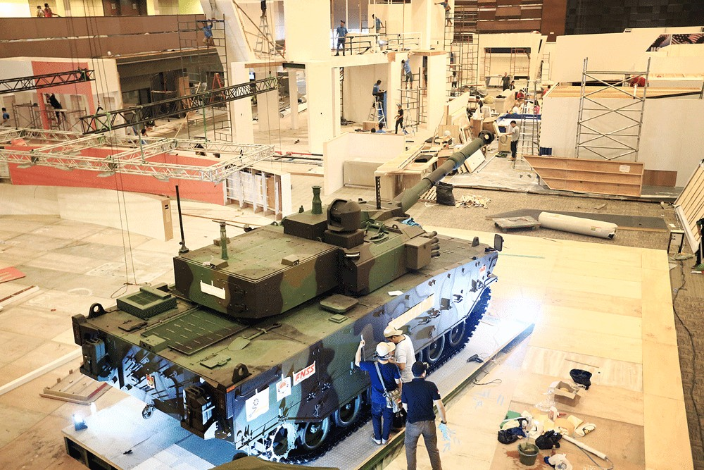 Tiger in your tank: Workers of state-owned weapons manufacturer PT Pindad prepare a medium-size Tiger tank to be displayed at the Indo Defense 2018 Expo & Forum held in November 2018. Image: The Jakarta Post/Dhoni Setiawan