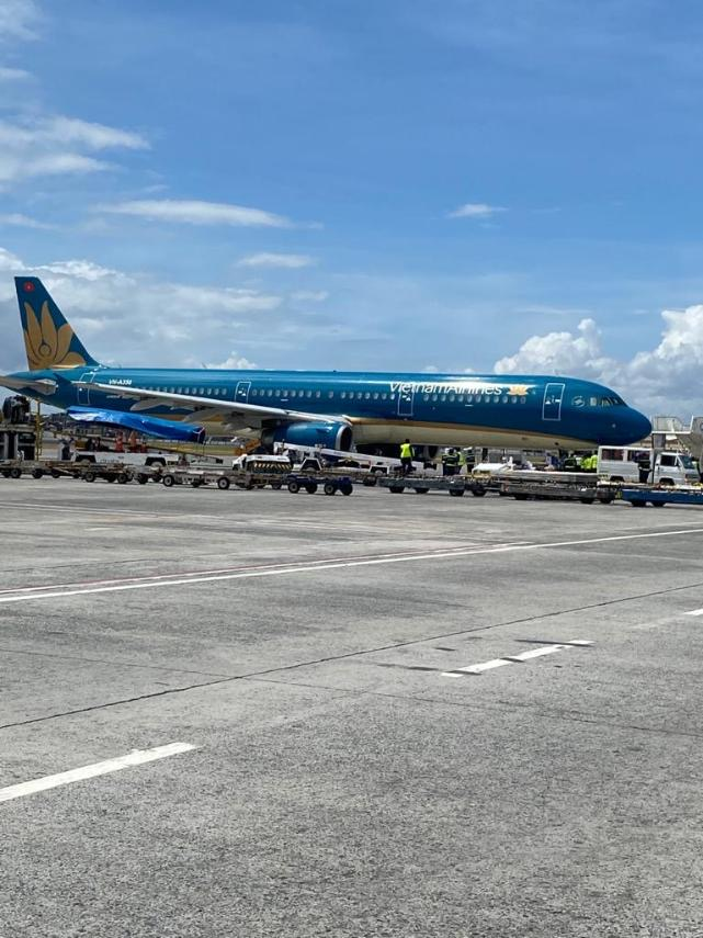 Chartered Vietnam Airlines flight arranged by Vietnamese tycoon carrying the donated PPEs and masks for the Philippines. Image: DNATA/Facebook