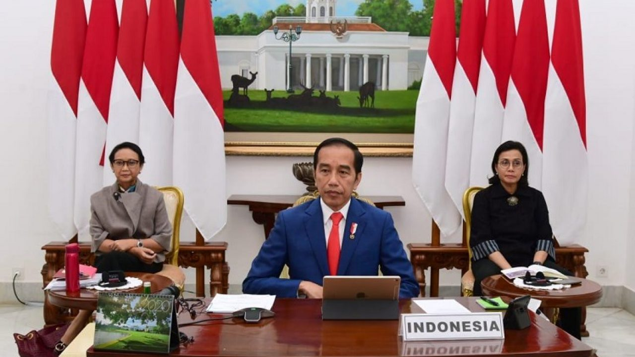 Indonesian President Joko Widodo with Minister of Foreign Affairs and Minister of Finance. Image: suryakepri.com