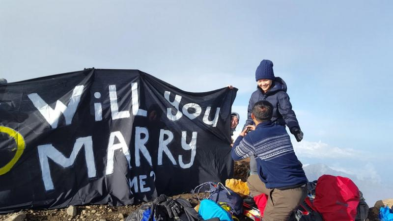 No mountain too high and no sickness too tough for a proposal. image: Asia One