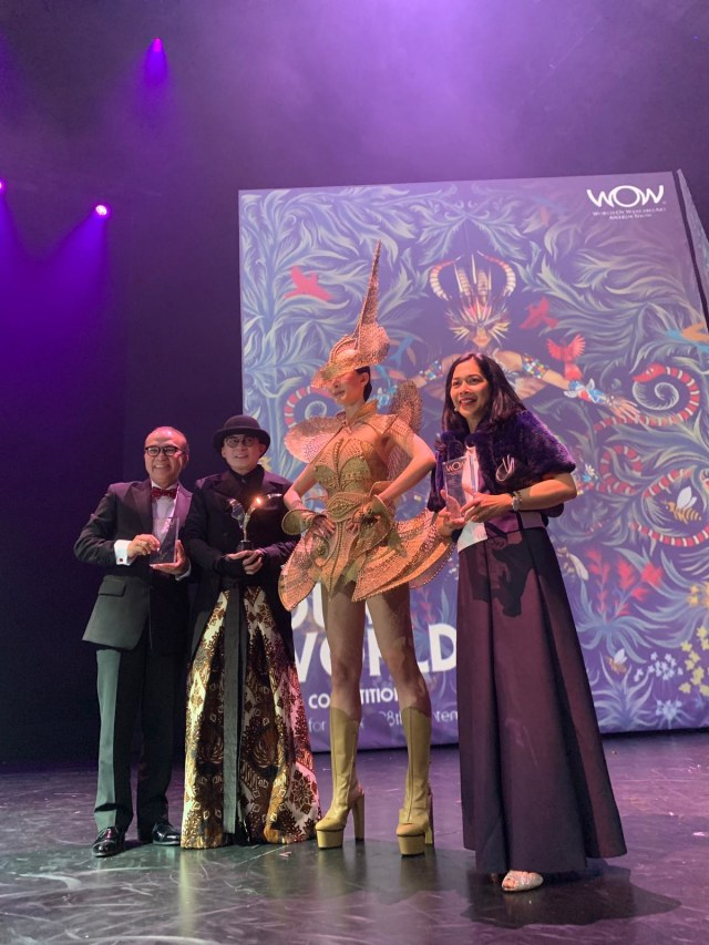 WOW 2019 Supreme Winner: The Lady Warrior, Rinaldy Yunardi, Indonesia. Yunardi also won the Avant-garde section and scooped the Asia International Design award. Image: Kumparan.com