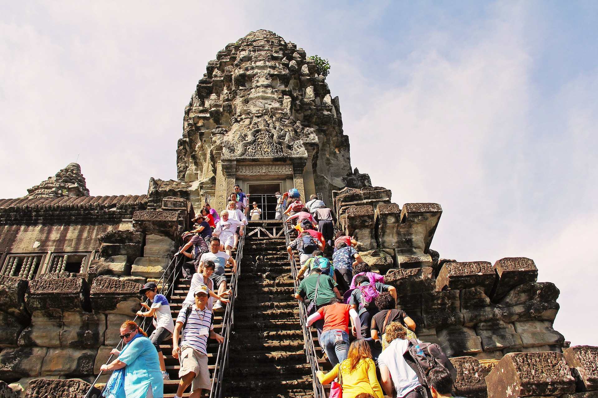 Tourists in Angkor Wat (pixabay.co)